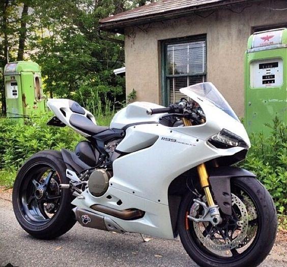 1199 Artic white Ducati
