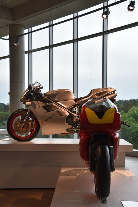 1994 Ducati Supermono monocilíndrico racer (delantero), 1997 Ducati 916