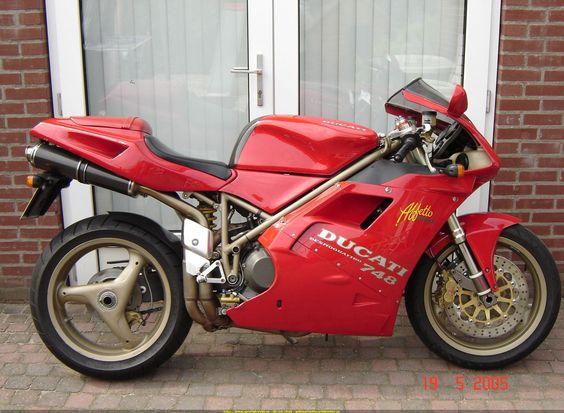 2000 Ducati 748
