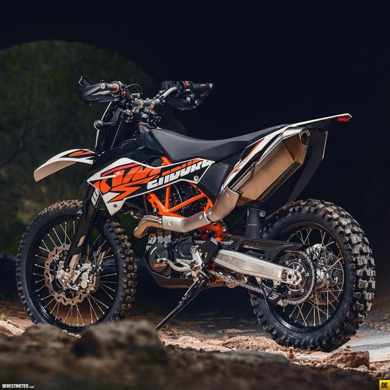 2014 KTM Enduro R « Enduro « DERESTRICTED comment: yes, it's not the Adv version, it's bare stock, but is a dream to look at