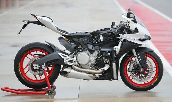 2015 Ducati Superbike 899 Panigale picture