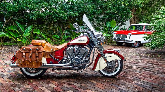 2015 Indian Chief Vintage - Love the vintage 2 color styling.