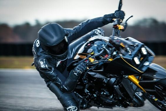 3+generations+of+Suzuki+sportbike+collide+in+this+custom+German+streetfighter+motorcycle