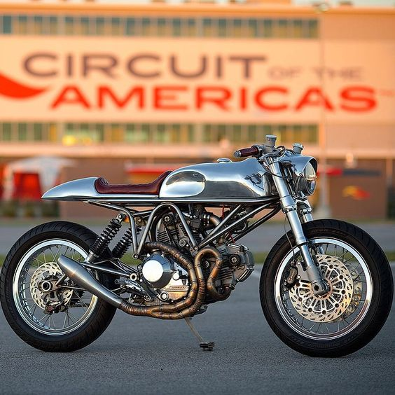 Amazing photo captured by @revivalan and stunning #custom #ducati sent in by @mooserds. The bike started life as a 1997 900 SS SP model. The build was done by @Alan Stulberg of Austin over the
