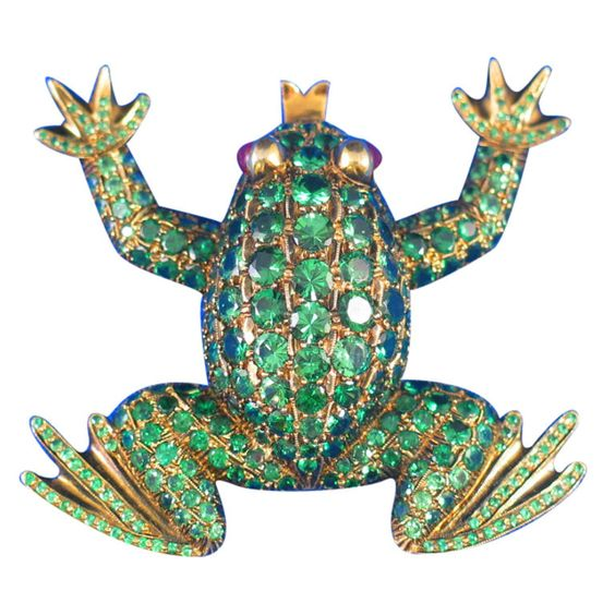 Amusing Tsavorite Garnet Yellow Gold Frog Brooch