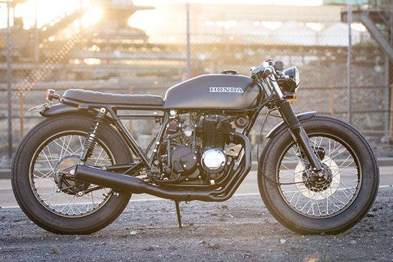 Beautiful minimalistic perfection, despite/except for the tire choice. Only the things needed for it to run and nothing else. Lots of nice details on this one. 1975 Honda CB400F by Salty Speed Co via Pipeburn