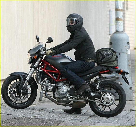 Brad Pitt. Ducati Monster s4r.