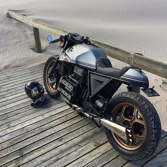 caferacersofinstagram: A day at the beach. Great lines on this BMW K75 by @tonupgarage. Solid build!