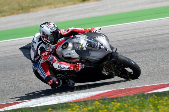 Carlos Checa tries ducati 1199 panigale superbike (2012)