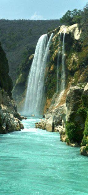 Cascada Tamul (Tamul Falls) in San Luis Potosí, México