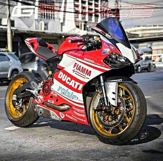 #Ducati 899