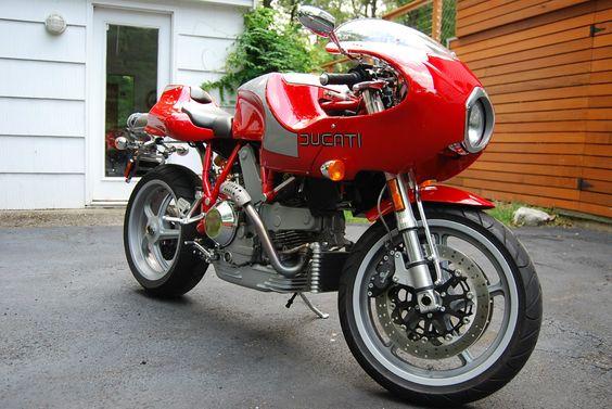 Ducati MH900e - Front Right