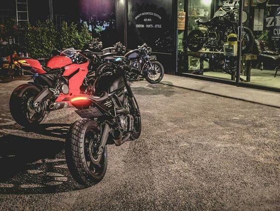 Ducati Scrambler Cafe Racer vs Ducati 899 Panigale