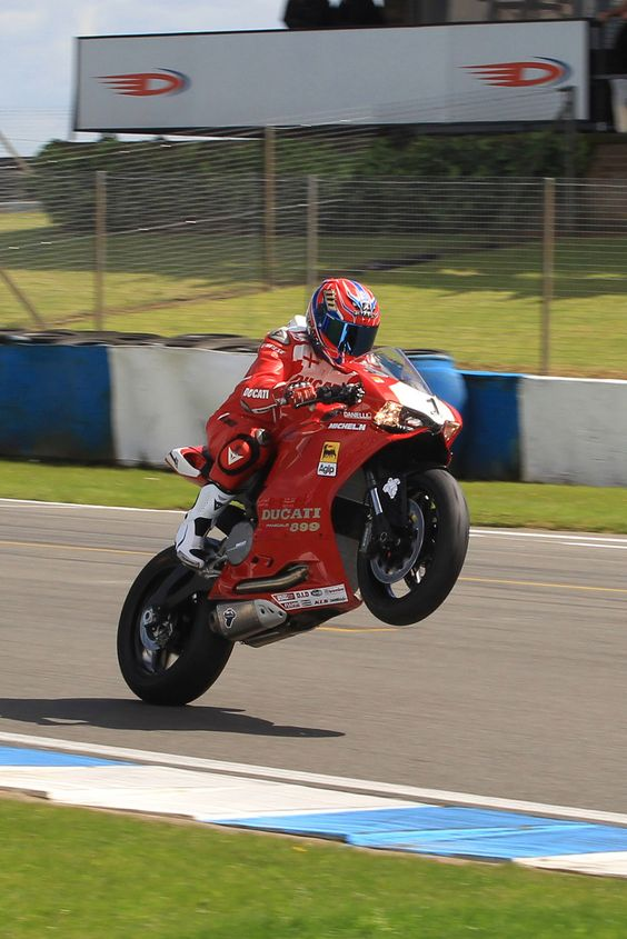 Foggy's Donington Laps Bring Back Carl Fogarty rolled back the years at the Donington Park World Superbike