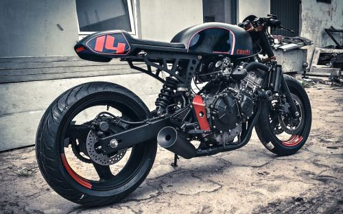 Honda Hornet Cafe Racer by Cardsharper Customs #motorcycles #caferacer #motos |