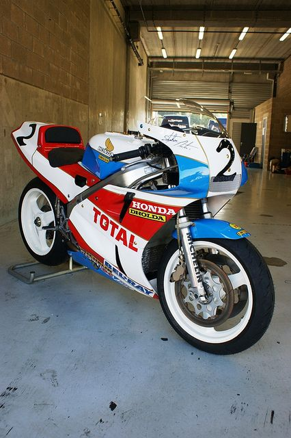 Honda VFR750R RC30 Dholda Racing, ex-Stephane Mertens