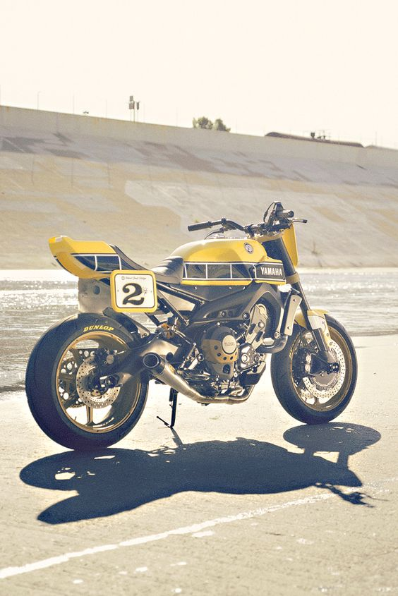 Hot off the press: Yamaha has hooked up with Roland Sands to build a flat track version of the FZ-09. And it's stunning. Reckon they should put this into production?