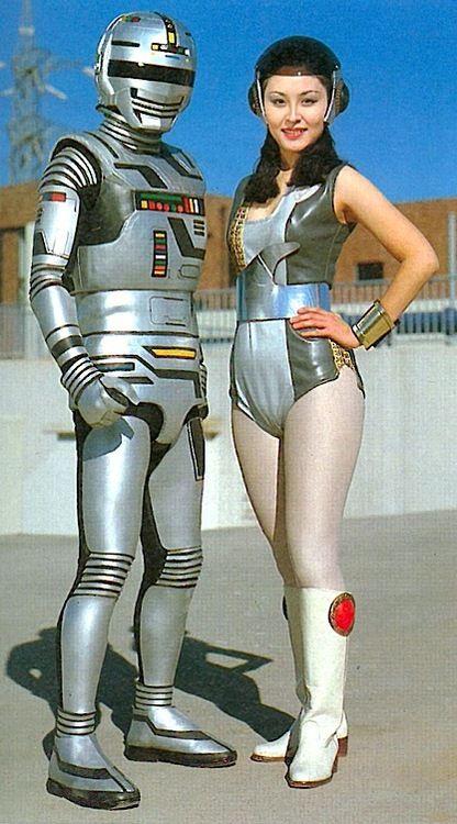 I want THAT robot costume!