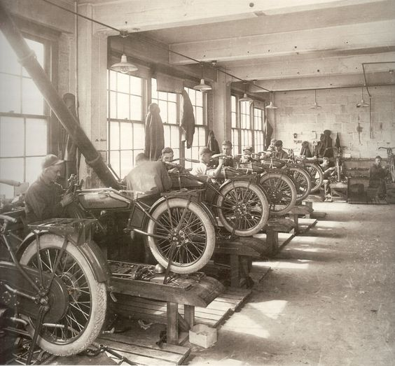 Influence - A vintage picture of the Harley factory producing their 1909 V-Twin (knucklebusterinc, 2008)