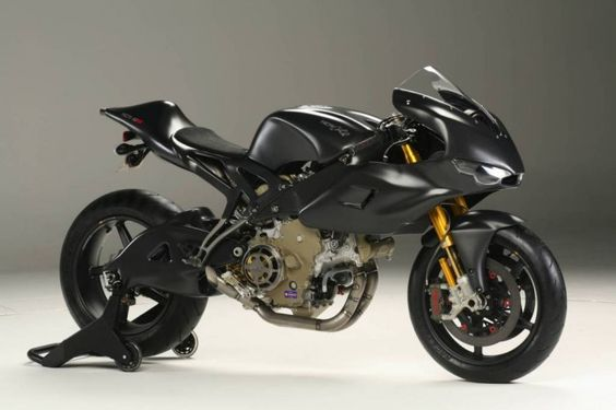 It features carbon fiber for the fenders and there are also other materials which were used for making the different parts of the bike such as titanium, avionic and aluminum. Although you can find all of these materials, the bike is not heavy as it weighs 319 pounds