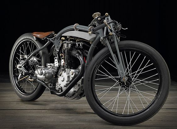 it's a Rudge 'bitsa' built by Jean-Claude Barrois.  This bike has had a chequered life, starting out as a 1928 Soyer—a French brand that produced motorcycles between 1920 and 1935.