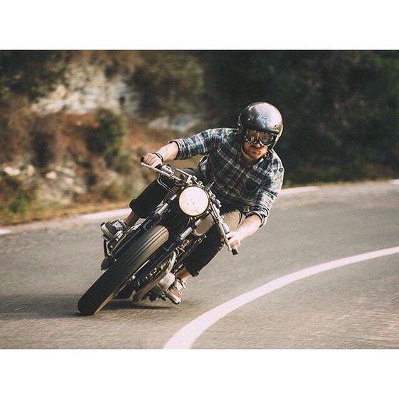 @kooltcreations #kawasaki #kz400 #motorcycle #caferacer @Vince Perraud