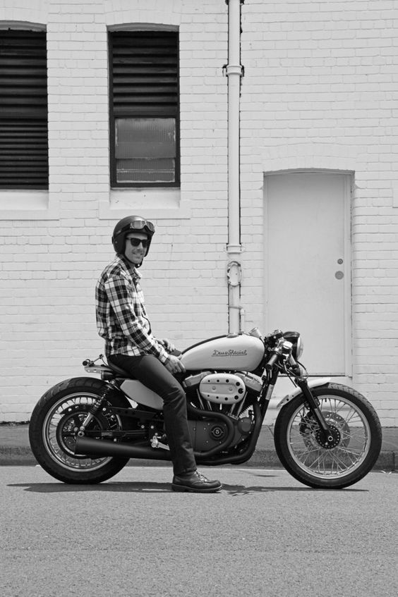La primera Sportster Café racer de Deus. Se trata de una Harley Davidson 1200 V-Twin del 2009. En realidad hay más trabajo del que parece.