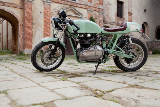 #mint Hinckley Triumph Milonga Cafe Racer by Cafe Twin in Italy.