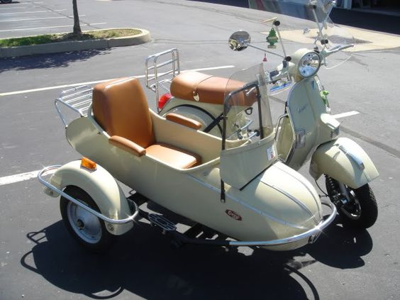 Modern Vespa : PX200 with Sidecar