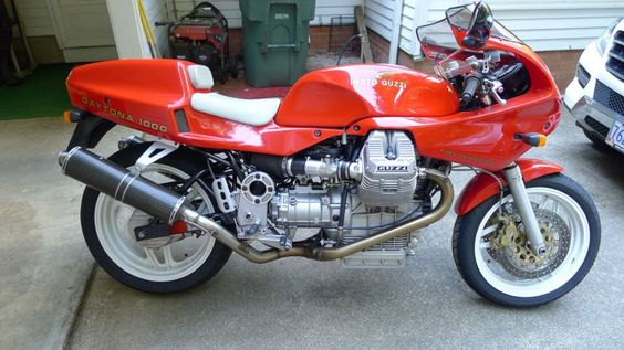 Moto Guzzi Daytona - Right Side