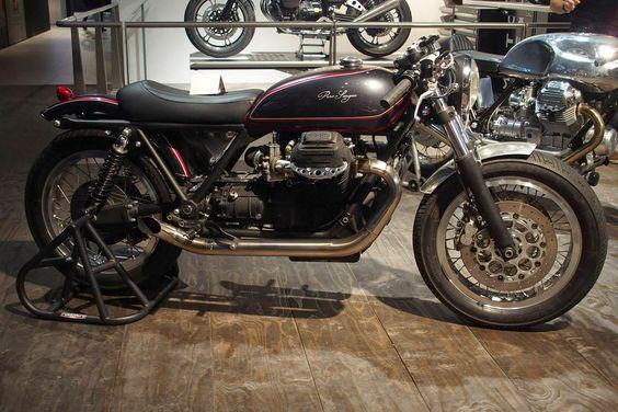 Moto Guzzi in Purosangue Black