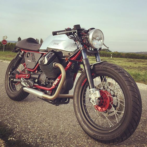 Moto Guzzi V7 racer, redesigned with love by BAAK Motocyclettes in France. #Ohlins #CafeRacer
