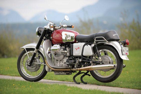 Moto Guzzi V700