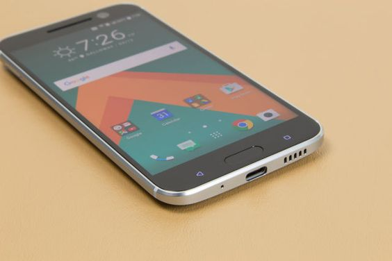 No gimmicks, no nonsense—HTC keeps it simple and builds an awesome smartphone.