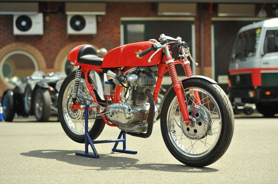 Now that's a Ducati. Before everything got stupid and plastic and all