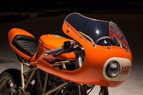 Orange power! Ducati 750SS #CafeRacer by MOD moto. Extra de vitamina C y energía con esta #Ducati, que mezcla la deportividad de los 90 con el estilo de los 70  