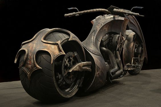 Outstanding Chopper Motorcycle;;; now here is a ride I would love to cruise on. This he looks absolutely monstrous.