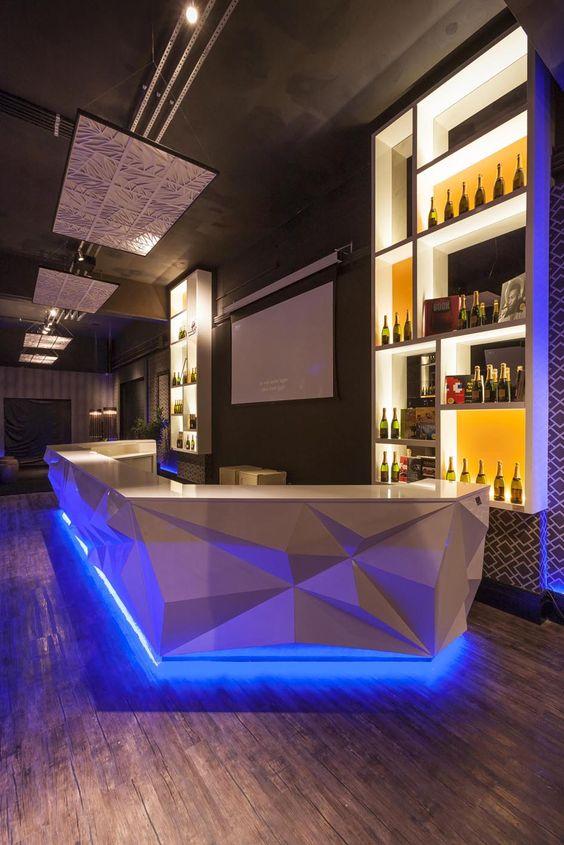 Painéis de teto em papel Japones. Trabalho do designer Enrique Rodriguez. Projeto da arquiteta Mayra Lopes.