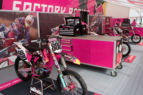 pink dirtbike! I want this soooo bad. I LOVE IT!