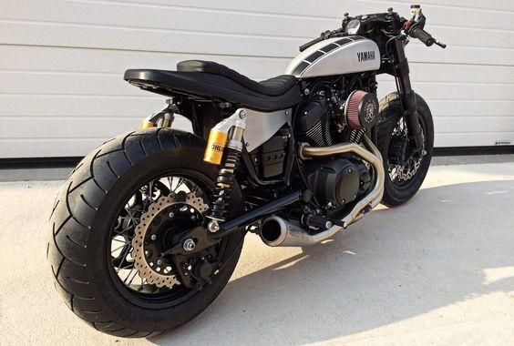 Ready? Yamaha XV950 #CafeRacer by Moto di Ferro. Muy guapa esta #Yamaha con un cambio brutal respecto a la original. El colín ha quedado de miedo  