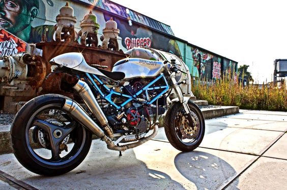 RocketGarage Cafe Racer: DUCATI MONSTER 900 CAFE