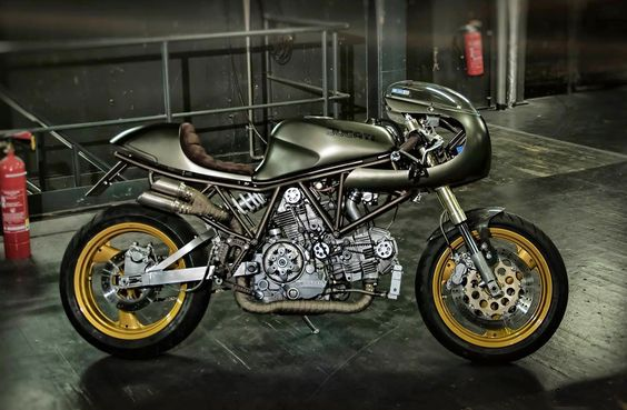 RocketGarage Cafe Racer: EL CHUPACABRA