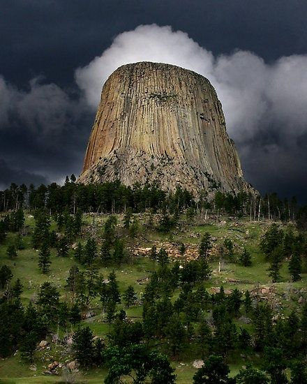 Stunning Picz: Devils Tower, WY an amazing geological feature, a must see if your traveling out west.