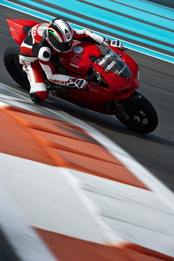 THE DUCATI 1199 PANIGALE EXPERIENCE – TEST DUCATI'S TOP SPORTBIKE ON EUROPE'S TOP CIRCUITS