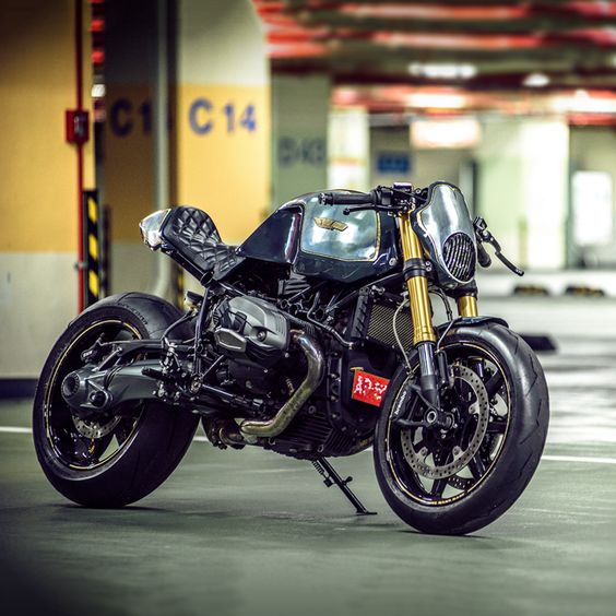 The man who handles Rough Crafts' metalwork has just built one of the best custom BMWs we've seen. Take a closer look at this stunning R nine T from Onehandmade.