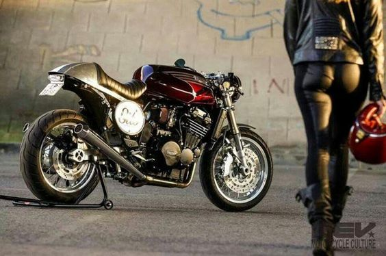 #triumph #caferacer #caferacergirl |