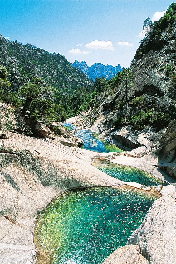 Une succesion de piscine dans les gorges de la Restonica - Corsice - France
