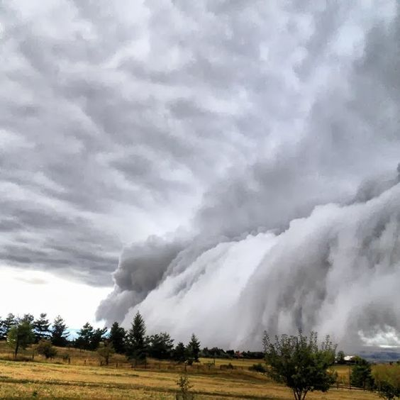 WEATHER PHENOMENON: The Sky Is Falling In Bozeman, Montana - Stunning And