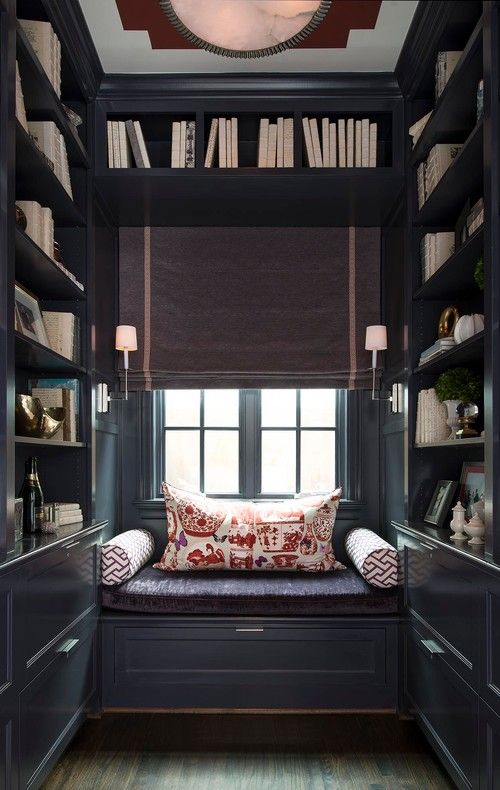 A beautiful reading space. I could spends days if not my whole life in here as long as I didn't run out of books