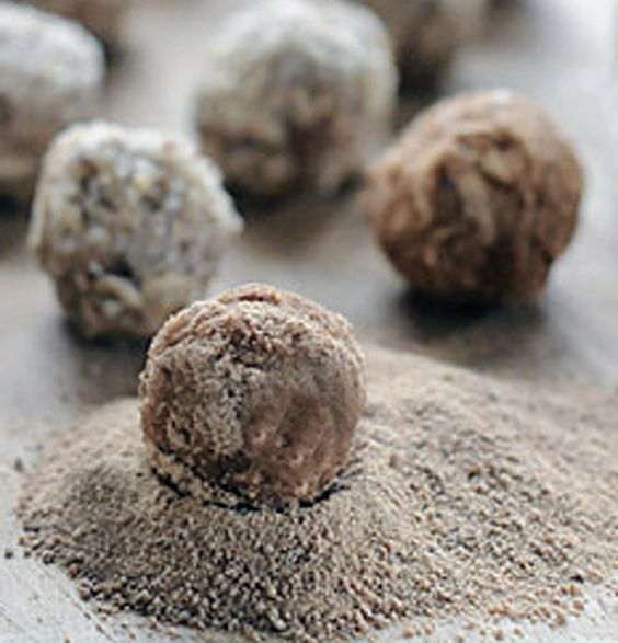 Coconut oil treats for dogs. Also treating itchy skin with coconut oil